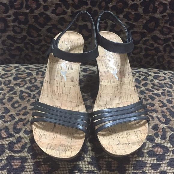 8fef79312 Dkny Shoes   525 Wedge Sandals   Poshmark